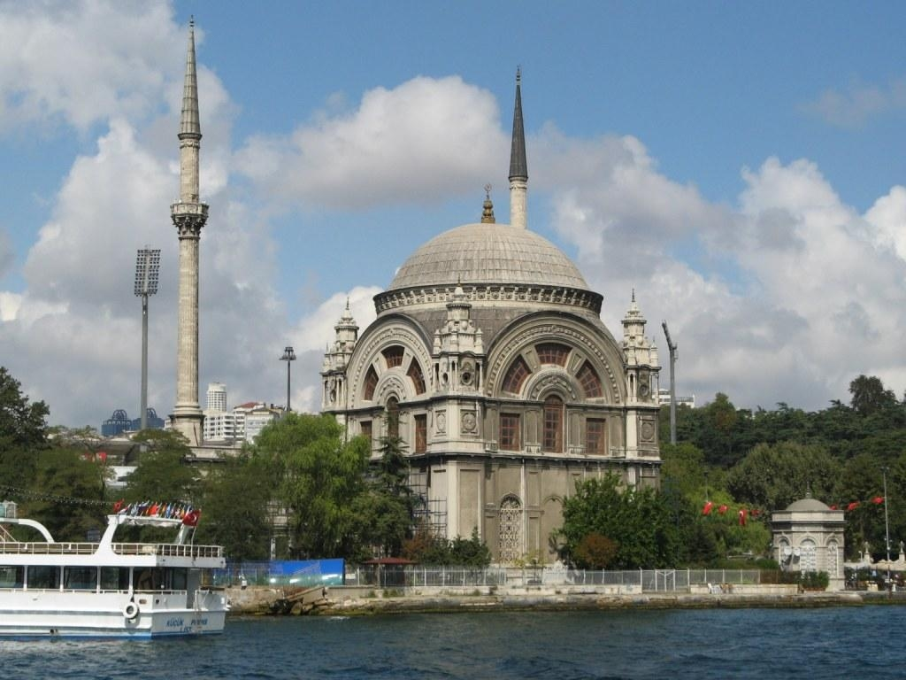 Beautiful Islamic Buildings Wallpapers: Dolmabahce Mosque In Istanbul